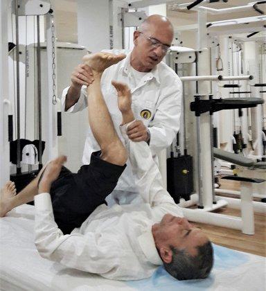 Позбудьтеся болю в колінах без операцій та ліків